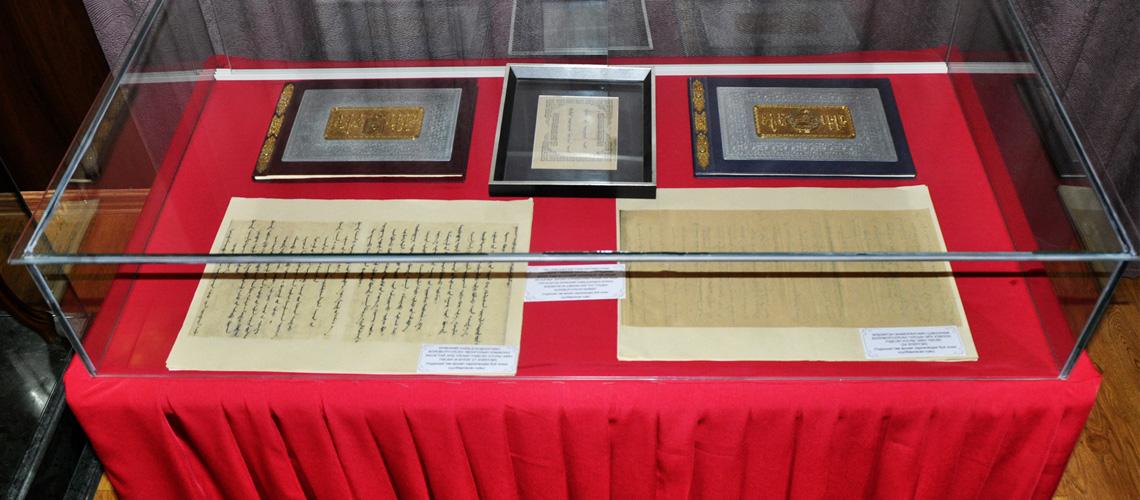 Eрөнхий сайд Д.Бодоо болон эрдэмтэн Ж.Цэвээн нарын боловсруулсан Үндсэн хуулийн төсөл
